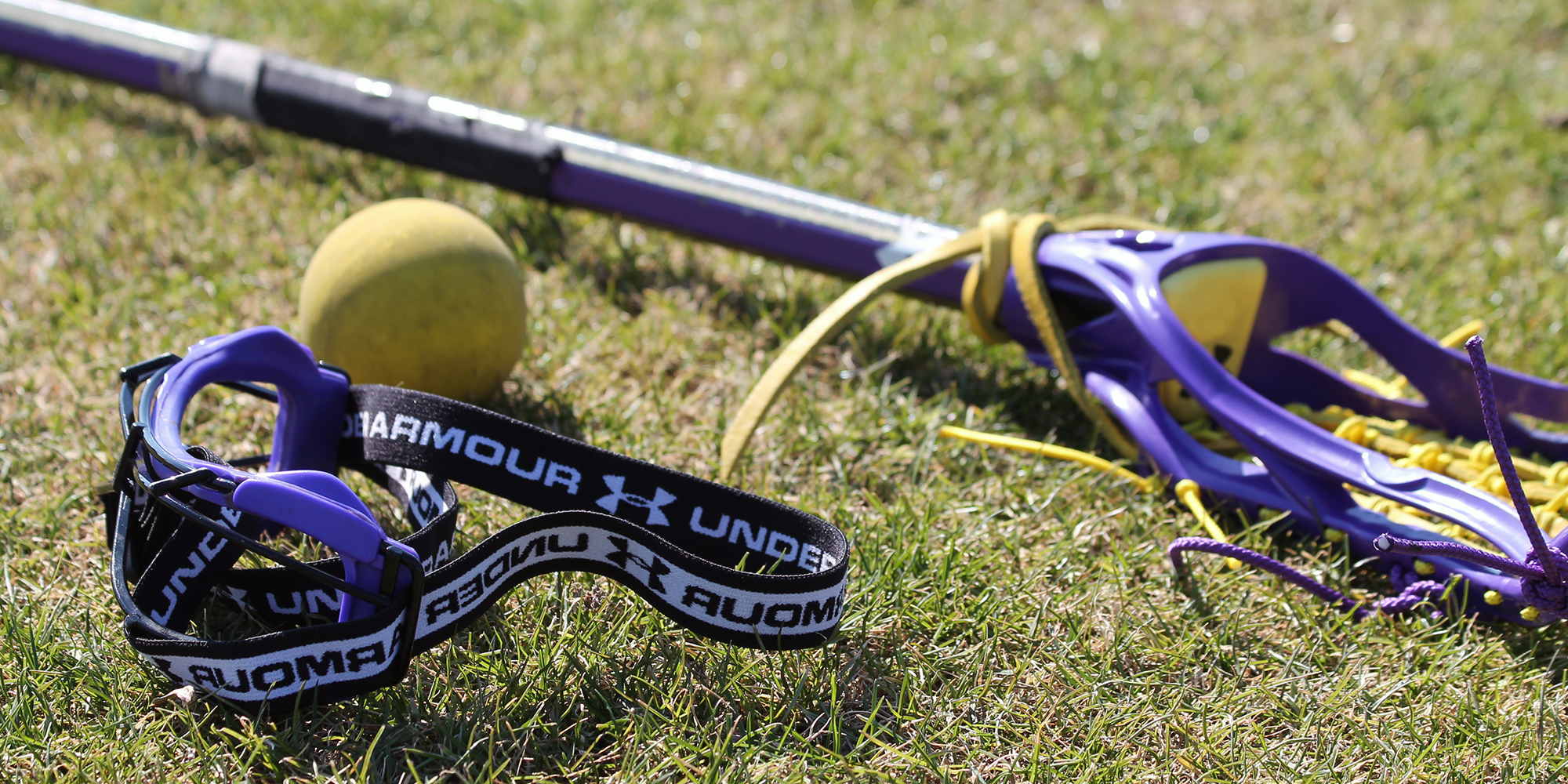 Lacrosse_stick_and_ball_front